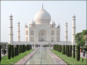 Construction of the Taj Mahal occurred between 1632 and 1653.