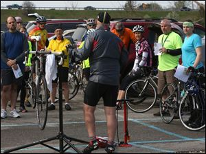 Toledo Area Bicyclist club member Brian Gribble, center, leads a workshop.
