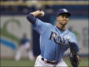 Chris Archer gets ready to deliver a pitch.