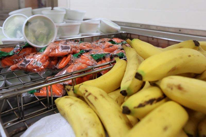 Healthy-Lunches-carrots-and-bananas