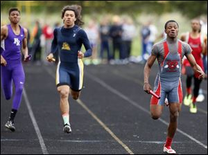 Bryan Mays Jr. of Lima Senior runs the final leg of the 4X200 meter relay.