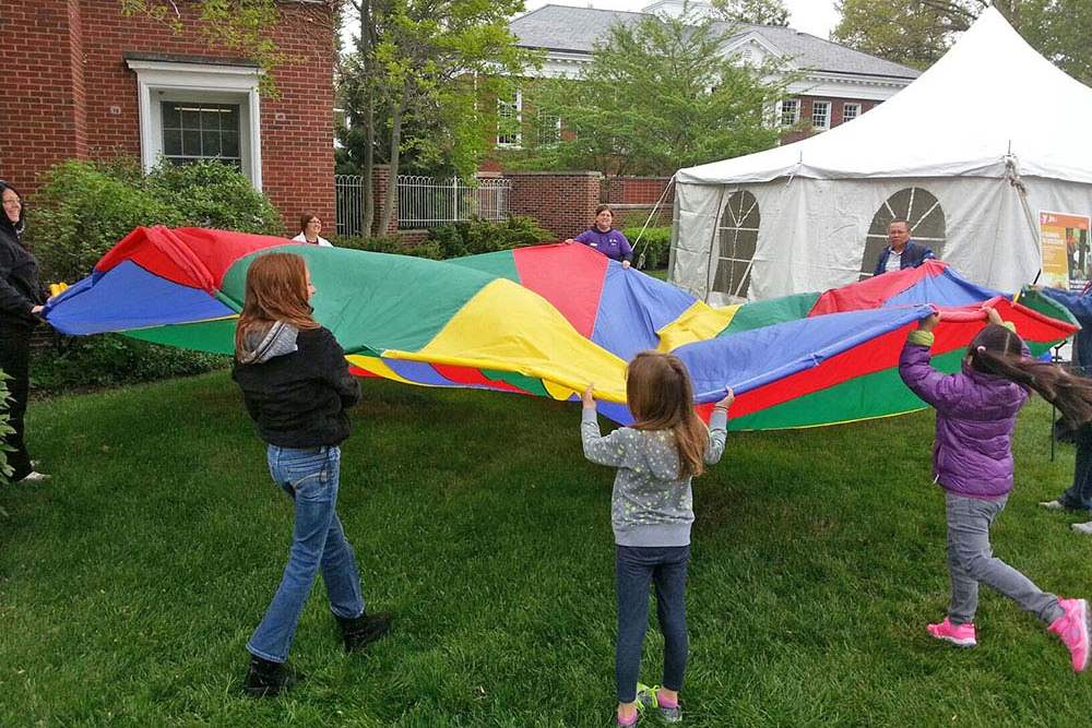 Parachute-with-kids