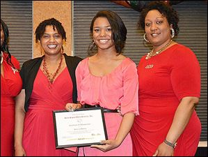 Dr. Jacuelyn Jones, President Robin Stone, scholarshp recepient, Sierra Odoms and Shannon Tisdale.