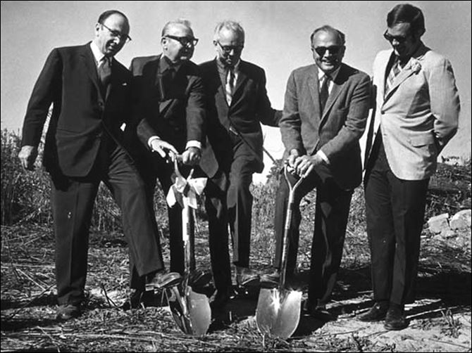 n1shovel-9 Blade Co-Publisher Paul Block, Jr., left, Gov. James Rhodes, Dr. Glidden Brooks, president of MCO, Dean Robert Page, and Lurley Archambeau, student body president, took part in a ground-breaking ceremony at the college in 1970.