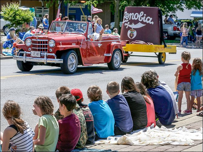 01n1shriners-3 Children line the curb as the Zenobia Shrine hat rolls by down Summit Street in the annual parade.