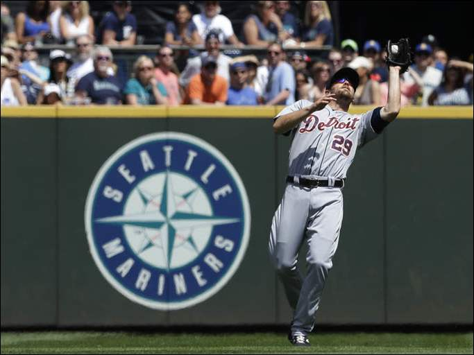 Detroit Tigers shortstop Danny Worth catches a pop-up hit by Seattle Mariners' Justin Smoak.
