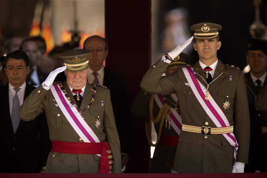 Spain-King-Abdicates-25
