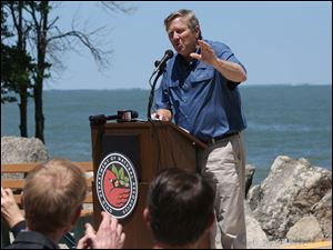 Mr. Zehringer spoke about, among other things, the Lonz Winery on Middle Bass Island in Lake Erie.