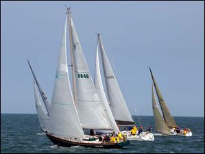 The Irish Mist, owned by David Spiers of Rochester, Mich., heads off with other boats in the  Governor's Cup Course.