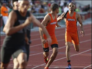 Southview's Frank Hayes takes the baton from Earl Armstrong in the Div. I 4x400 meter relay.