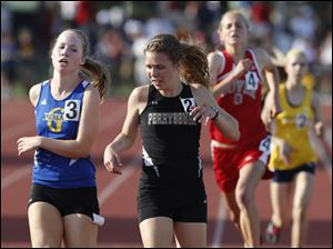 Perrysburg's Taylor Monheim places 3rd in the Div. 1 3200 meter run.
