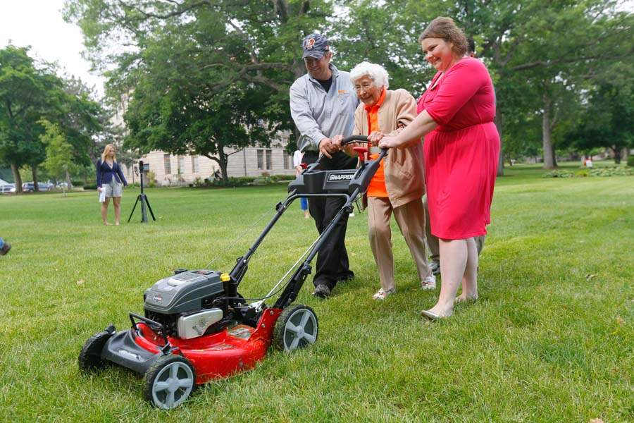 CTY-mower-trudy-price-mows