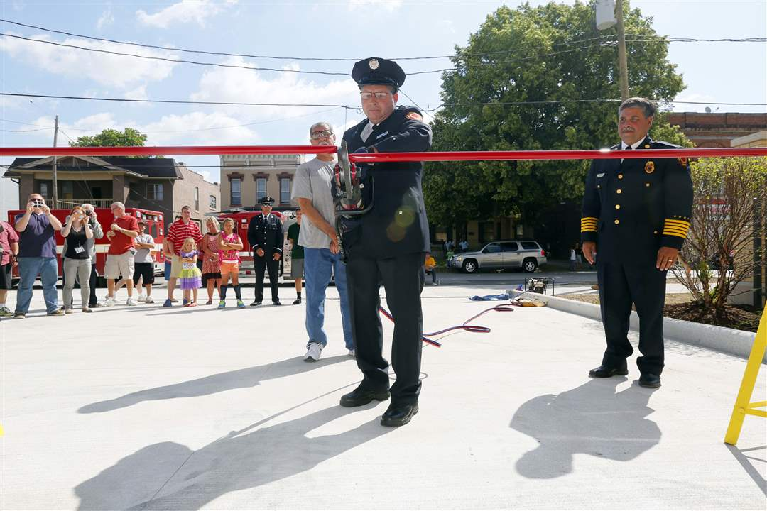 CTY-STATION17p-cut-the-ribbon