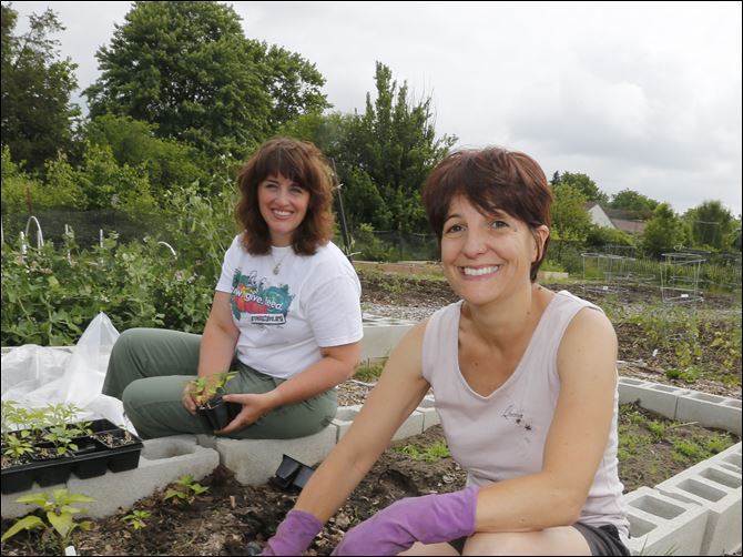 FEA wiargrowing2give12pAreka Foster, left, profe Areka Foster, left, professional clinical counselor and art therapist, of Rossford, and Maria Viles, independent meeting planner, of Perrysburg. Gardening at Growing 2 Give, 29340 Bates Rd., Perrysburg Township.