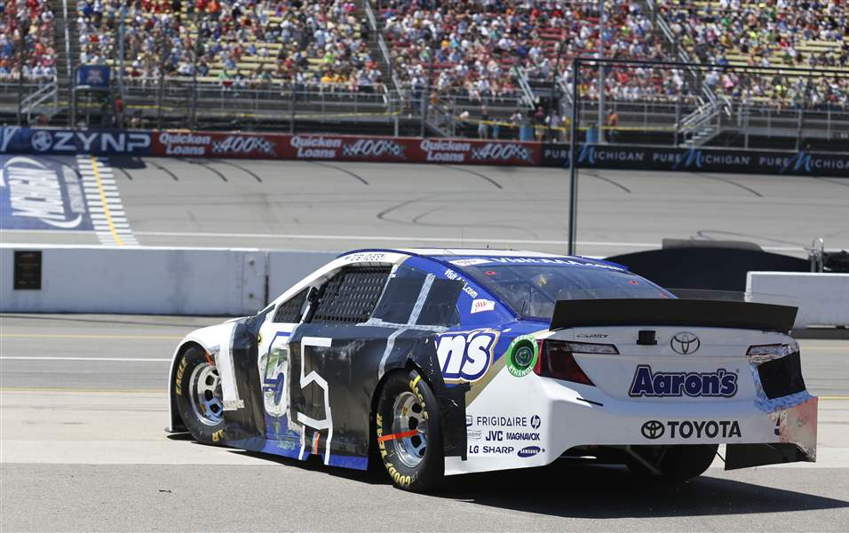 SPT-nascar15pBrian-Vickers-reenters-the-track-after-his