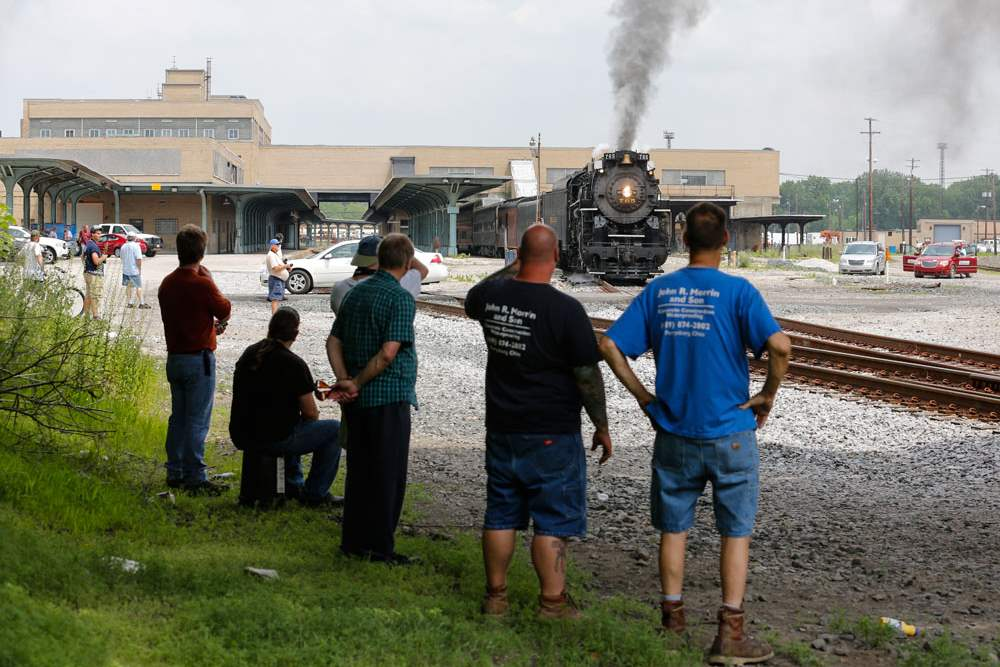 CTY-locomotive18pTrain-enthusiasts-line-the-track