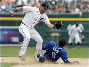 Detroit Tigers shortstop Eugenio Suarez prepares to tag out Kansas City Royals' Lorenzo Cain on his steal attempt.