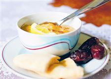 Harira-soup-with-chick-peas-served-with-pita-bread-and-dates