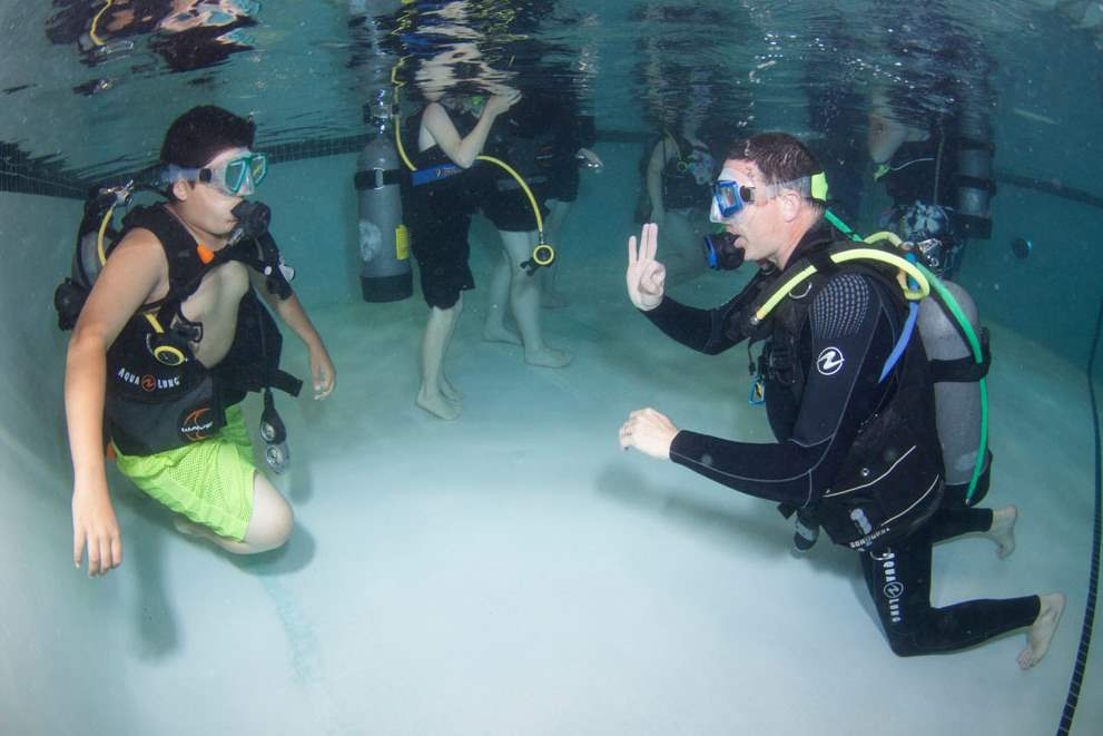 Aqua-Hut-instructor-Tom-Hites-right-gives-the-oCTY-scuba26p