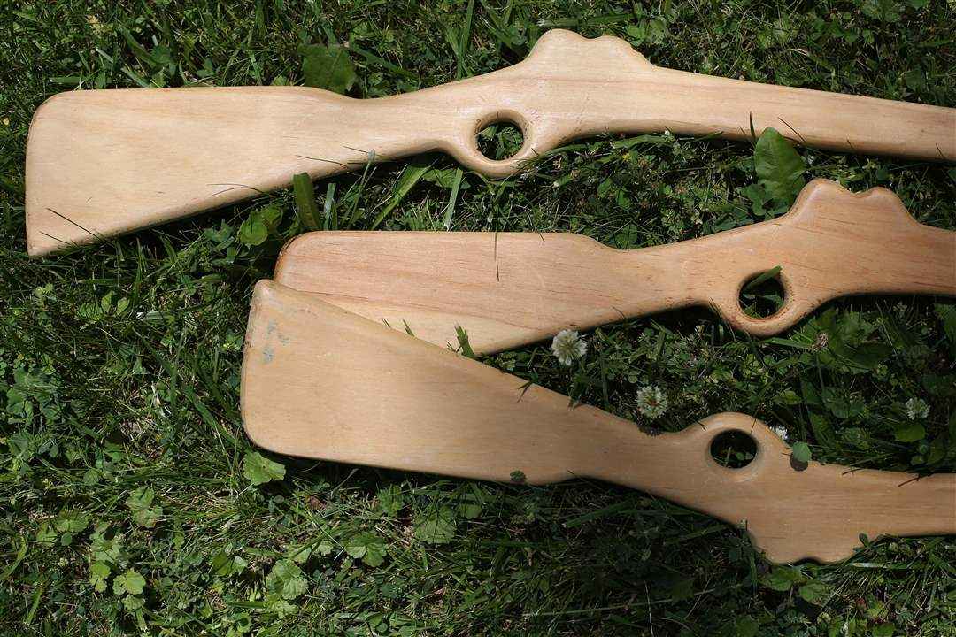 Kidsplay-wooden-muskets