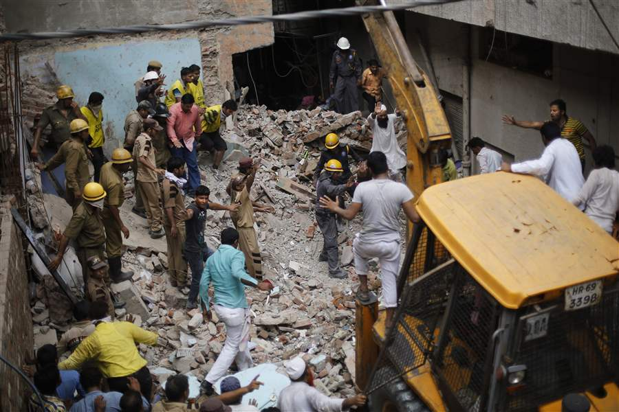 India-Building-Collapse-rescuers