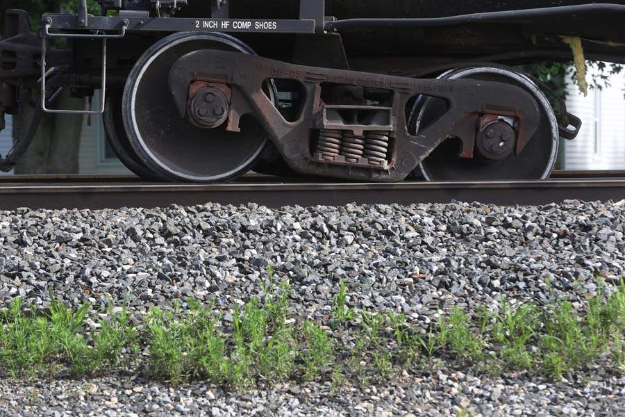 CTY-TrainDerail04p-wheels