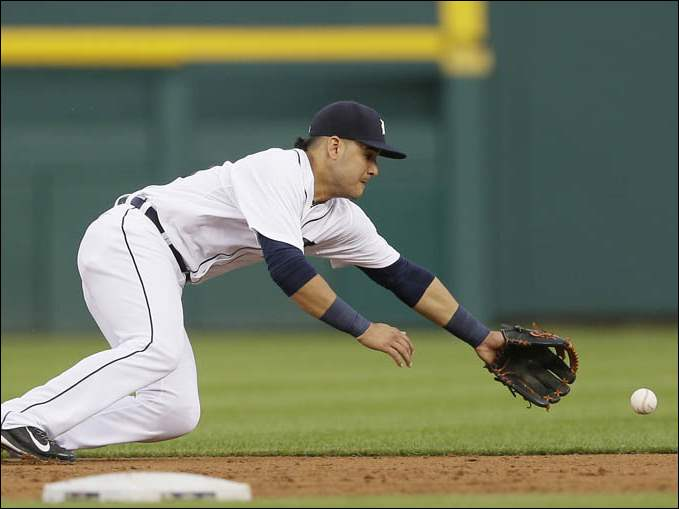 Detroit Tigers shortstop Eugenio Suarez stretches but is unable to field the single by Tampa Bay Rays' James Loney.