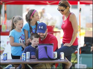 From left, Mckenna Klusch, 8, Kendra Klusch, 9, Carson Klusch, 5, Ryan Klusch, and Kellie Klusch, from Canton, Ohio, react to watching
