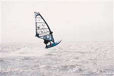 Mark-Musgrave-windsurfs-at-Luna-Pier