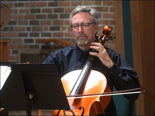 Cellist Eddie Singleton performs.