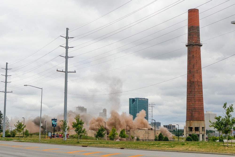 CTY-implosion17pDust-rises-after-two-smokestacks-are-imploded