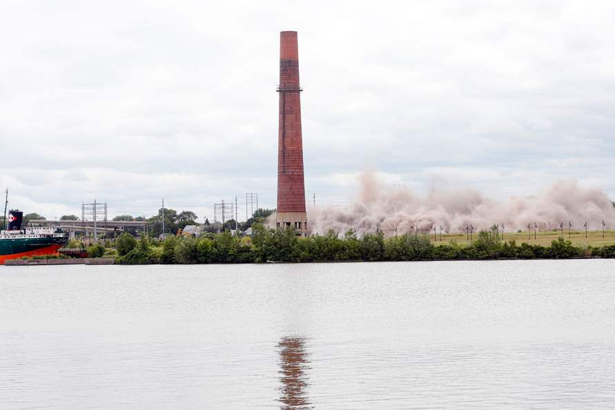 CTY-implosion17pThe-remaining-and-largest-smokestack-left-standing