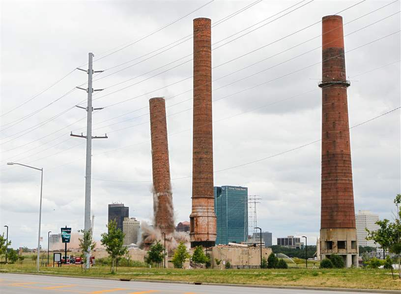 CTY-implosion17pThe-view-from-the-base-as-the-first-of-two-smokestacks-is-imploded