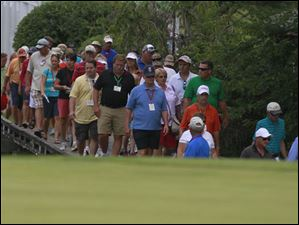 Fans follow Laura Diaz onto the Hole 8 green during the Marathon Classic.
