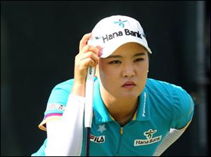 So Yeon Ryu lines up her shot on the #18 hole.