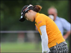 So Yeon Ryu chips on to the #4 hole.