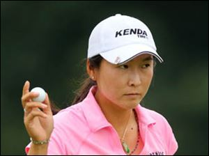 Candie Kung birdies the #18 hole.