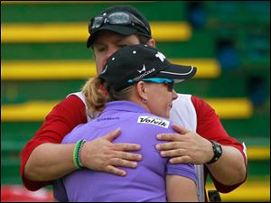 Lindsey Wright is hugged by her caddie after she pars No. 18.