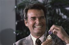 James-Garner-ObitActor-James-Garner-left-smiles-as-h