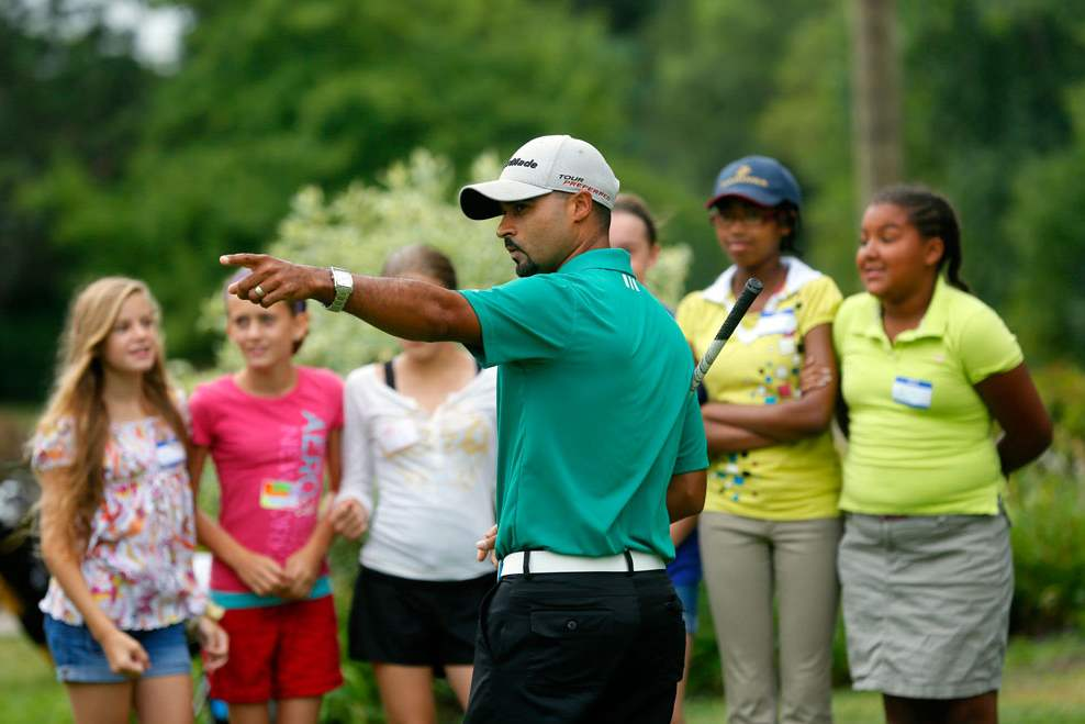 CTY-GOLF24Golf-pro-Milton-Carswell-Jr-instructs-a-group