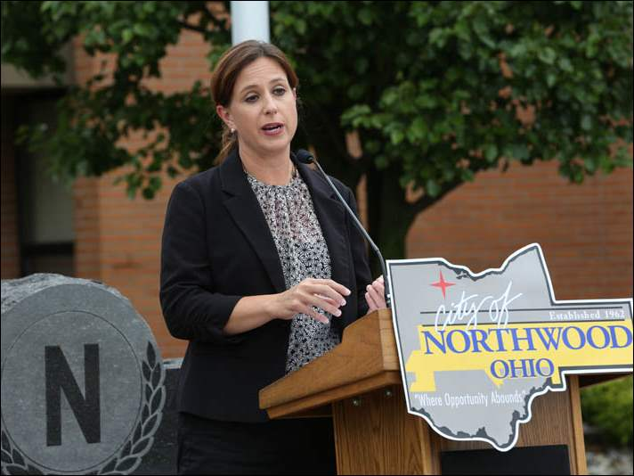 Ohio Department of Transportation Public Information Officer Theresa Pollich delivered a few remarks.