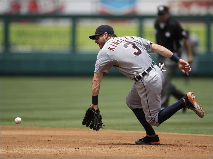 Detroit Tigers second baseman Ian Kinsler fields a ball hit by Los Angeles Angels' David Freese.