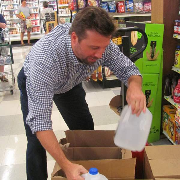 CTY-reporters-water-02Michael-Kazmaier-manager-pitches-in-and-unloads-the-water