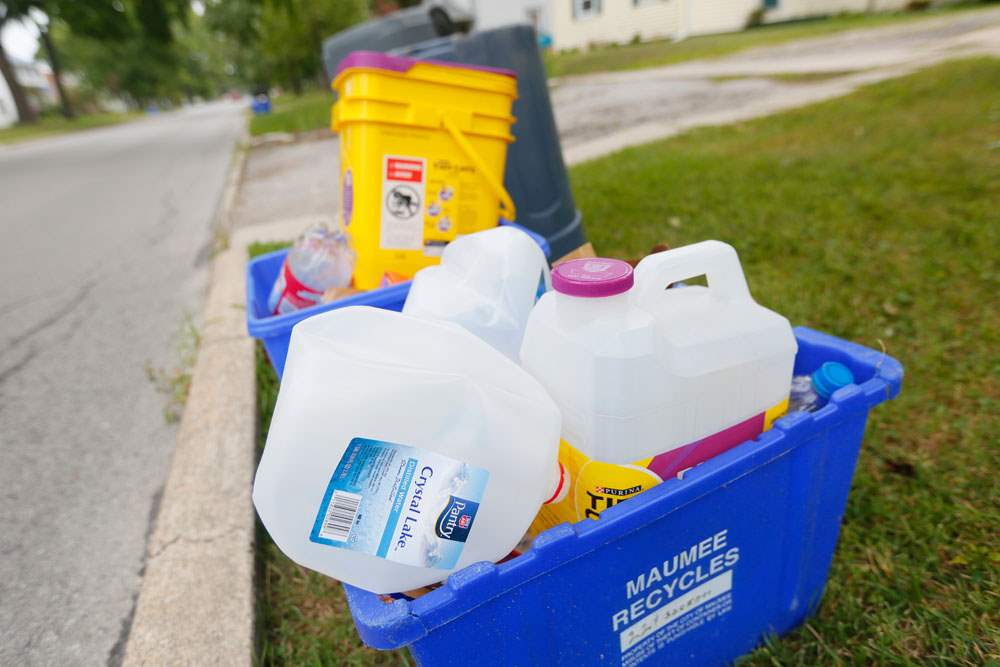 CTY-recycle05pAn-overflowing-recycling-bin-on-W-Broadway-in-Maumee