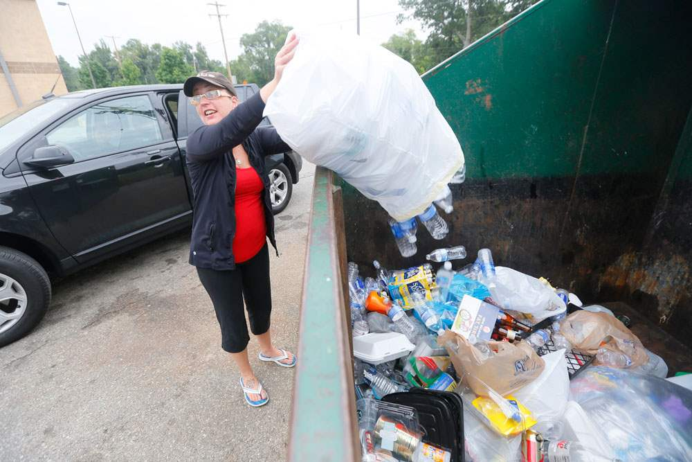 CTY-recycle05pJessica-Calevro-recycles-a-large-ba