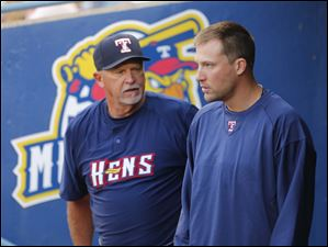Toledo Mud Hens manager Larry Parrish speaks with recently acquired pitcher Jim Johnson.
