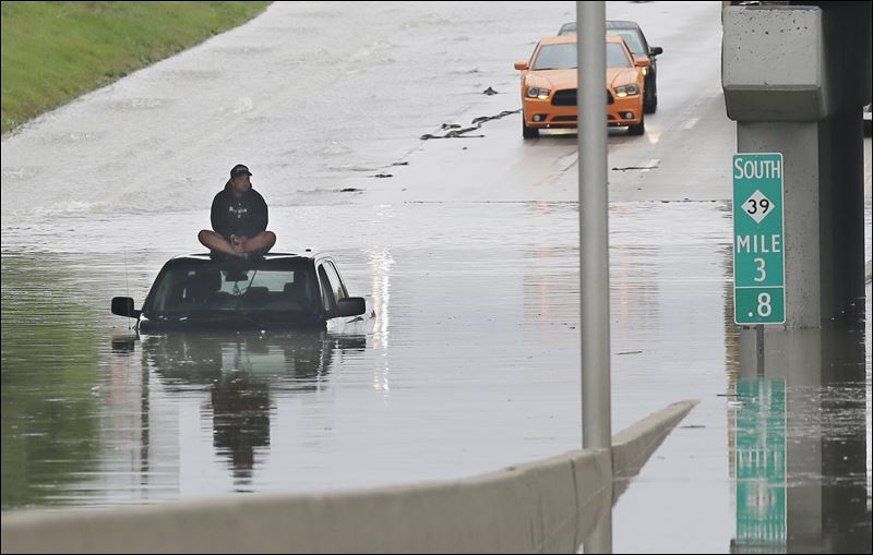 What Is A Clean Driving Record >> Detroit area hit by severe flooding; 1 woman dies - Toledo Blade