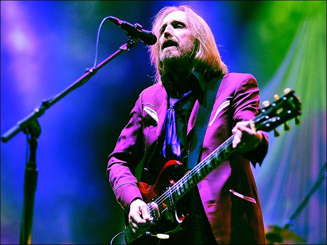 496327439JH039_Tom_Petty_An Tom Petty and the Heartbreakers kick off their summer tour in support of their latest album, '‍Hypnotic Eye,' on Aug. 3 at Viejas Arena in San Diego.