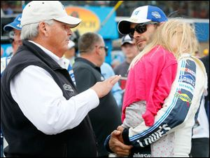 Rick Hendrick, left, from Kendrick Motorsports speaks with Jimmie Johnson before the race.