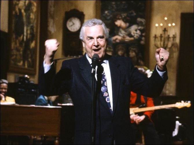 Obit Pardo Announcer Don Pardo on the set of